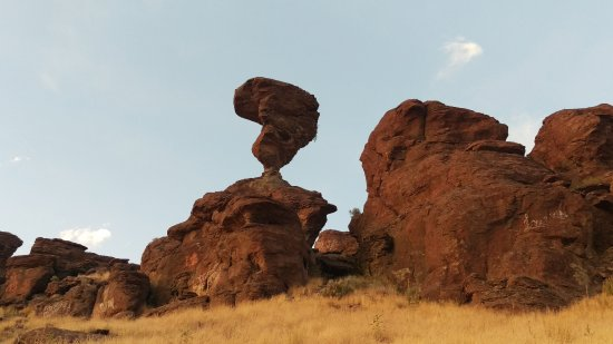 Buhl, ID: Balanced rock