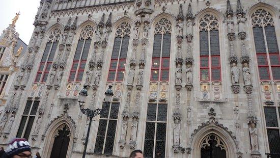 Burg Square: Plaza Burg