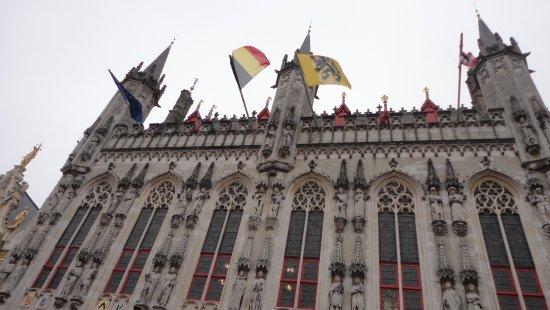 Burg Square: Edificio público Plaza Burg