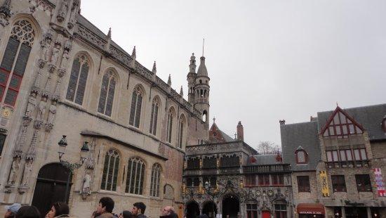 Burg Square: Iglesia de la Santa Sangre