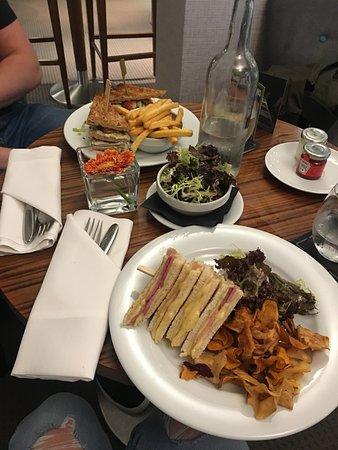 Dartford, UK: Lunch in the bar