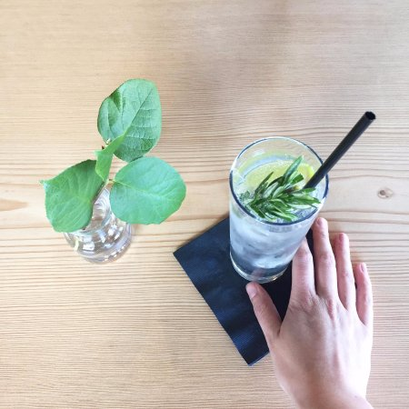 Courtenay, Canadá: Gin and Tonic Tuesdays - $1 off - Pick your gin!