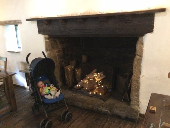 Craven Arms Cruck Barn: open fire (winter only!)