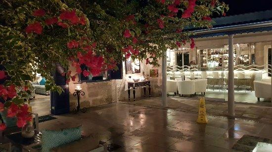 Holetown, Barbados: Courtyard