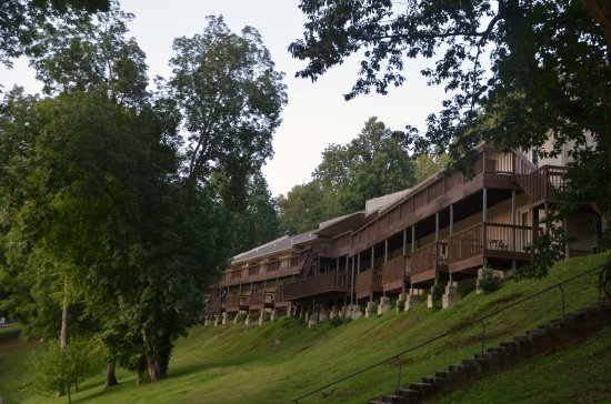 Smithville, TN: Lodge facing the lake with rooms and conference center