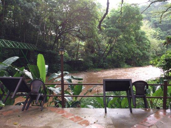 Hotel Villa Lapas: Vista del comedor l Río