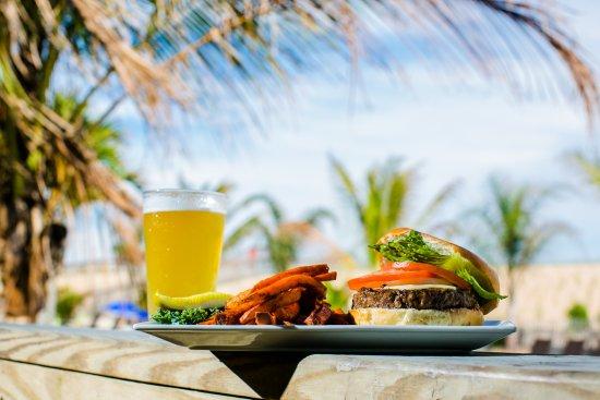Sea Shell Resort and Beach Club: Our Beach Burger, a Cheeseburger in Paradise