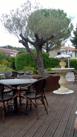 Castelnau-de-Levis, France: petite fontaine sympa