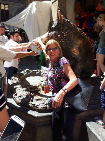 Fontana del Porcellino : mi Sra. cumpliendo la tradición