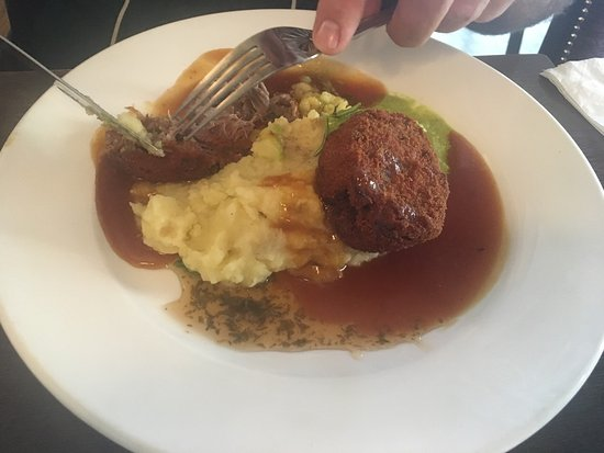 Charlestown, ไอร์แลนด์: Crispy breaded slow cooked lamb shoulder served with pea purée, herb mash & rich roast gravy. (E