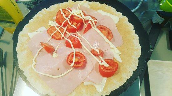 Galliate, Italia: Crepes dolce con decorazione dulce de leche, crepes dolce con frutti di bosco , crepes dolce con