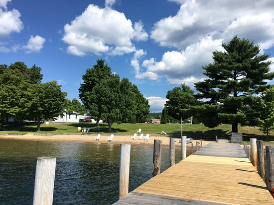 Barton's Motel: View from dock