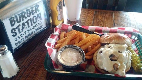 Hernando, FL: Mushroom/Swiss burger -- fantastic!