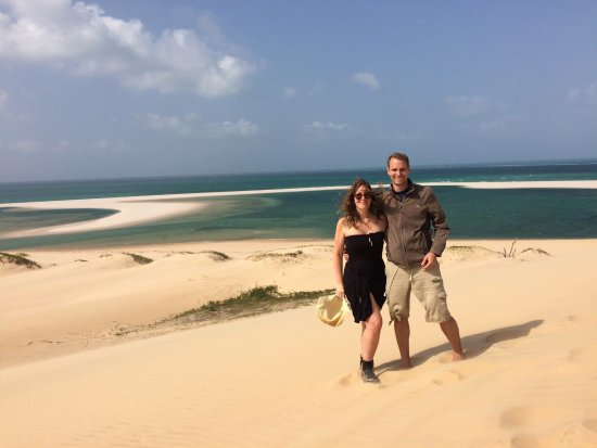 Sailaway Dhow Safaris : Walking on the dunes