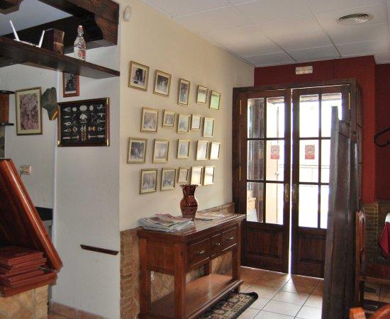 Castilleja de la Cuesta, Spain: Entrada Principal con los recuerdos de Pepe