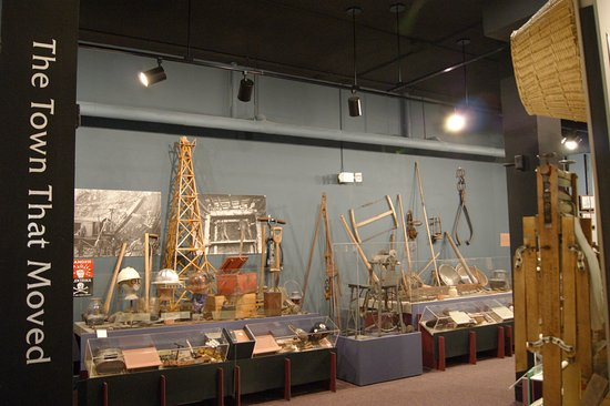 Hibbing, MN: Mining and logging displays