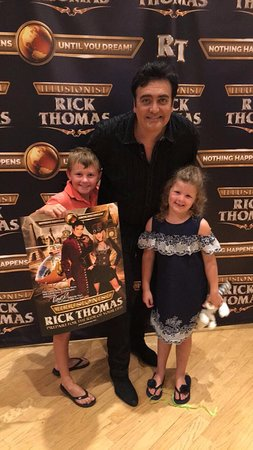Branson, MO: Rick took his time with every fan after the show...class act!