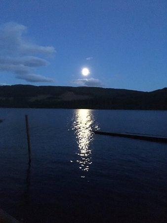 Venachar Lochside: Nighttime view