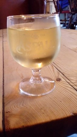Long Stratton, UK: Cider at the bar
