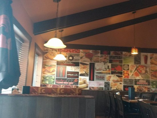 Lockport, Canada : Good wall decors..somewhat you need to read and explore while you are eating!