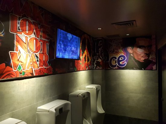 Hard Rock Cafe Bali: Nice vew in the mens toilet ;-)