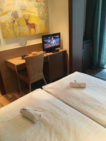 hotel bartos: Room