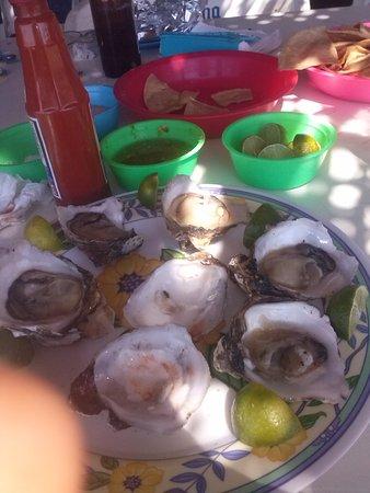 Playas Novillero, المكسيك: A orillas del mar, es el limite maritimo entre Sinaloa y Nayarit !muy barato y todo riquisimo!