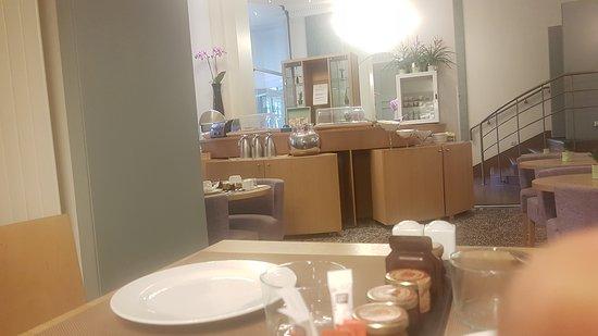 Hotel Corona Opera: 20170810_094422_large.jpg