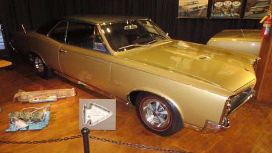 Pontiac, IL: 1967 GTO. note the tri-power setup lower left