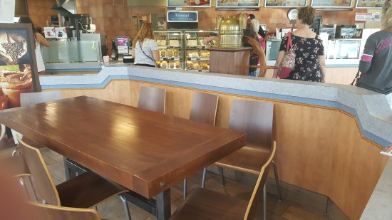Port Dover, Canada: Solid table