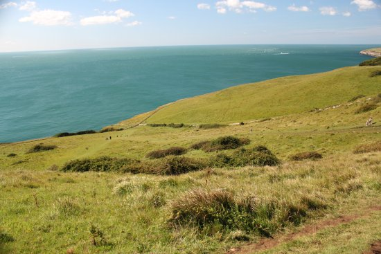 Dancing Ledge: Gorgeous views to the sea at the top of the long hill downward.