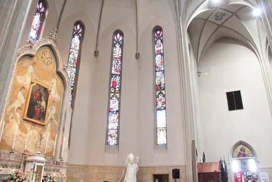 Santuario Santa Valeria: Le vetrate e il quadro di Santa Valeria, Vitale, Gervaso e Protaso