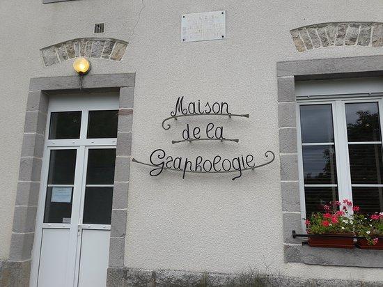 Correze, France: Le Graphologue