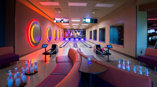 Wyandotte, OK: Club 60 West Bowling Lanes at River Bend Casino • Hotel