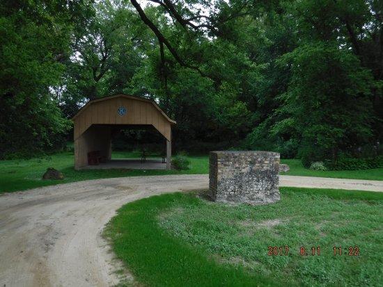 Maquoketa, IA: Hurstville Lime Kilns - Picnic shelter
