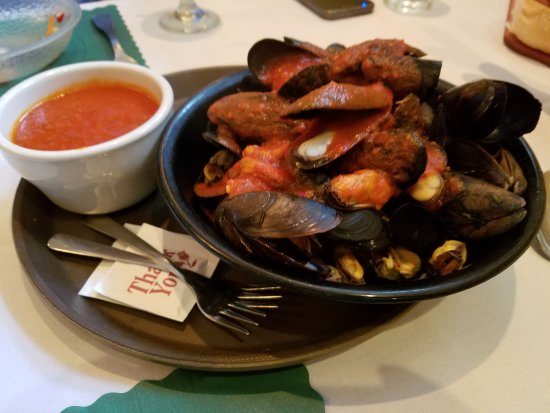 Hammonton, NJ: Mussels with red sauce--YUM!