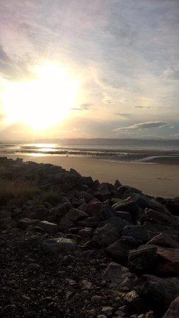 Sandown House B&B: Sunset beach view
