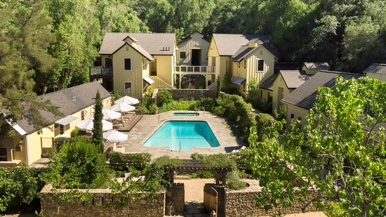Forestville, Kaliforniya: Farmhouse Inn overhead view