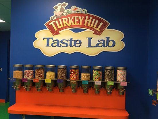 Columbia, PA: Turkey Hill Experience