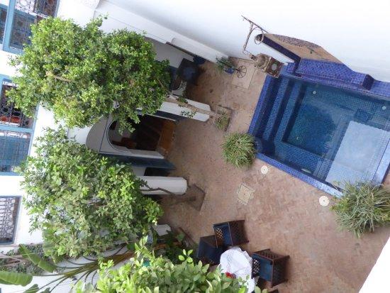 Riad Sekkat: Vue sur le patio avec bassin 3 m x 4 m