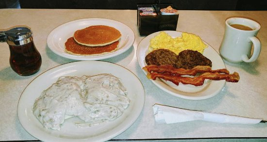 Milaca, MN: Breakfast is served!