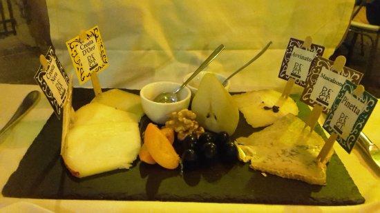 Ristorante Il Goccino: Scelta di formaggi affinati