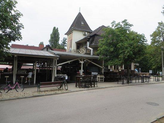 Balatonfoldvar, المجر: In posizione centrale