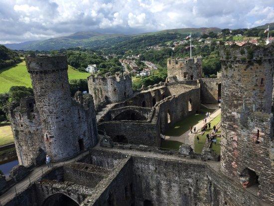 Y Felinheli, UK: One of many castles in Wales
