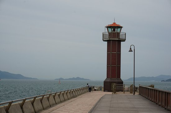 Takamatsuko Tamamo Breakwater Light: 先端の灯台