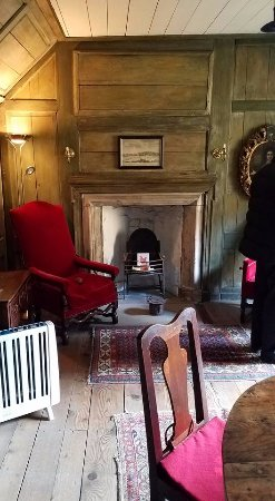 Culross, UK: Geillis's private drawing room