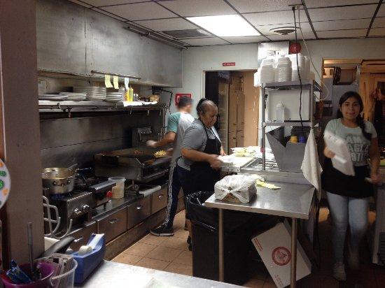 Glen Burnie, MD: kitchen