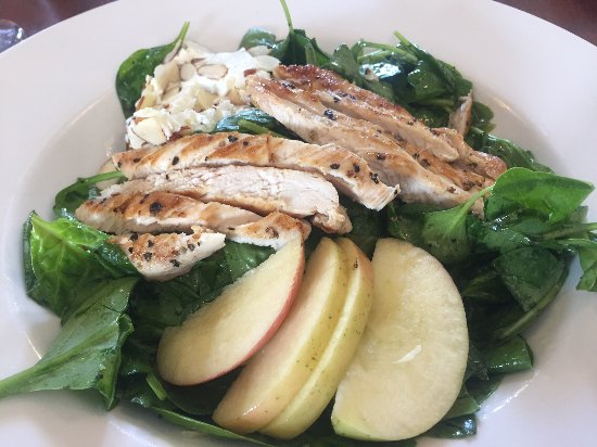 King City, CA: Spinach Salad with Chicken