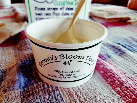 Bel Air, MD: Their very small ice cream is probably like most place's medium. I'm okay with that.