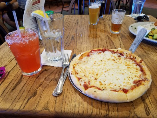 Padre Island Brewing Co.: Pizza and strawberry margarita